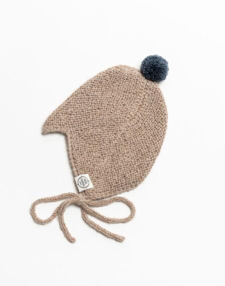 Mütze Baby Nanna & Niels Alpaka Hellnougat von Mini Fabrik