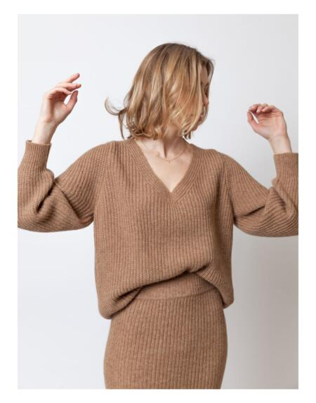 Pullover Victorious V Camel von LN Knits