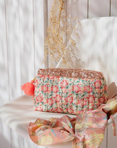 Pouch Teiki Pink Meadow von Louise Misha