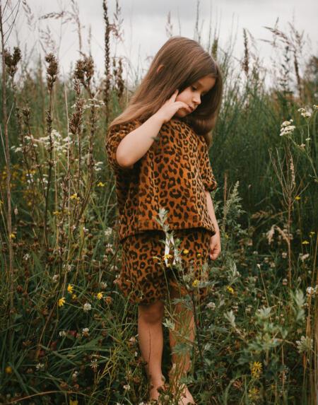 T-shirt Kids Leopard Towel Sandstone von Daily Brat