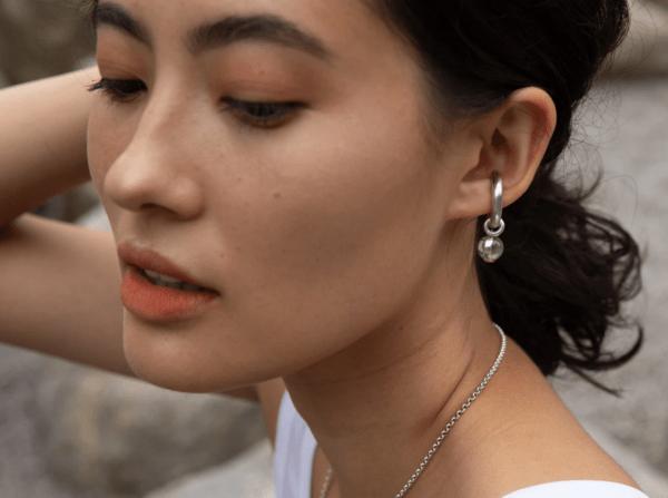 Bold Drop Ear Cuff Jade Gold von Hana Kim