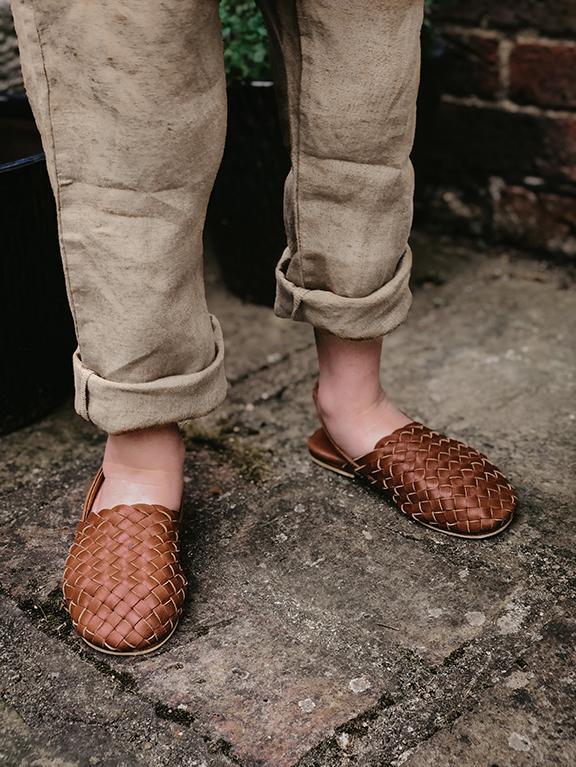 The Woven Sandal Tan von The Simple Folk