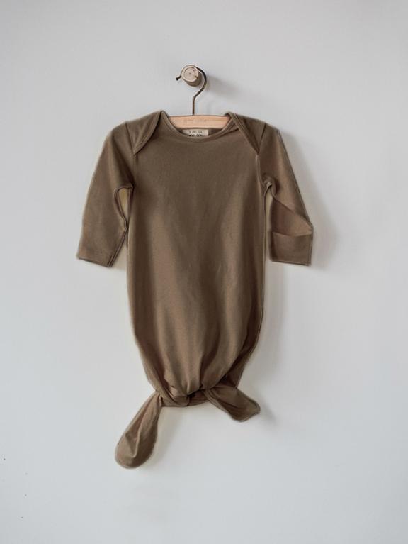 The Sleep Gown Walnut von The Simple Folk