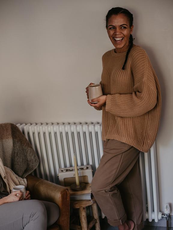 The Cozy Trousers Woman Walnut von The Simple Folk
