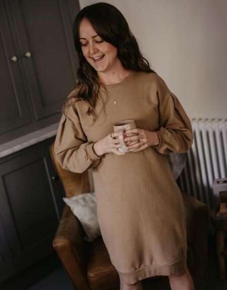 The Oversized Sweater Dress Woman Camel von The Simple Folk