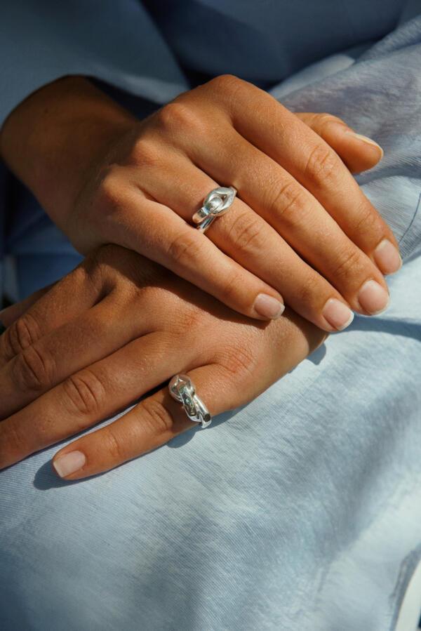 Big Embrace Ring Silber von Hana Kim