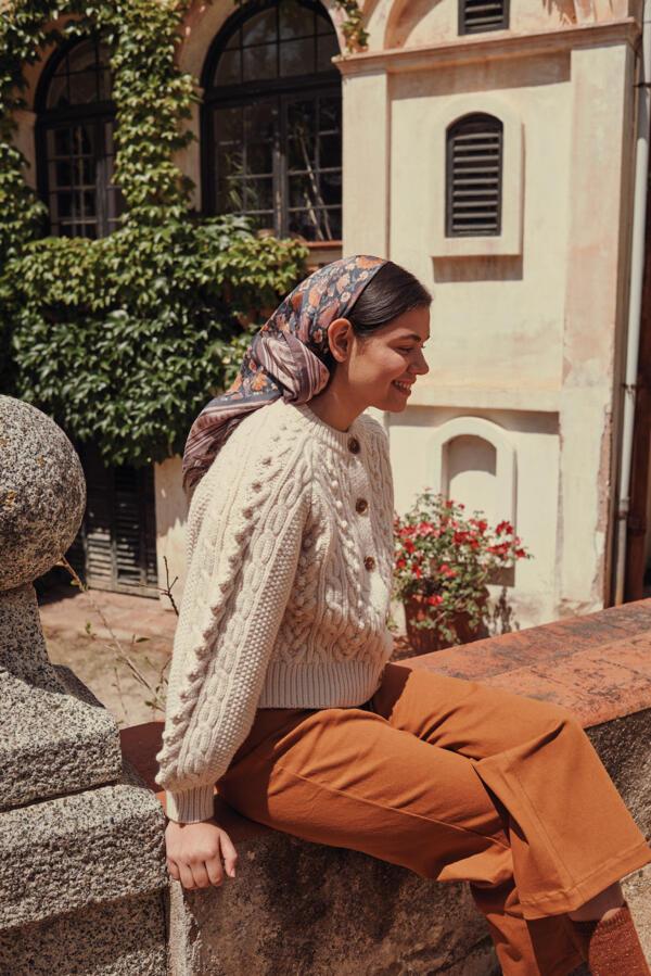 Seidentuch Romy Charcoal Bohemian Flowers von Louise Misha